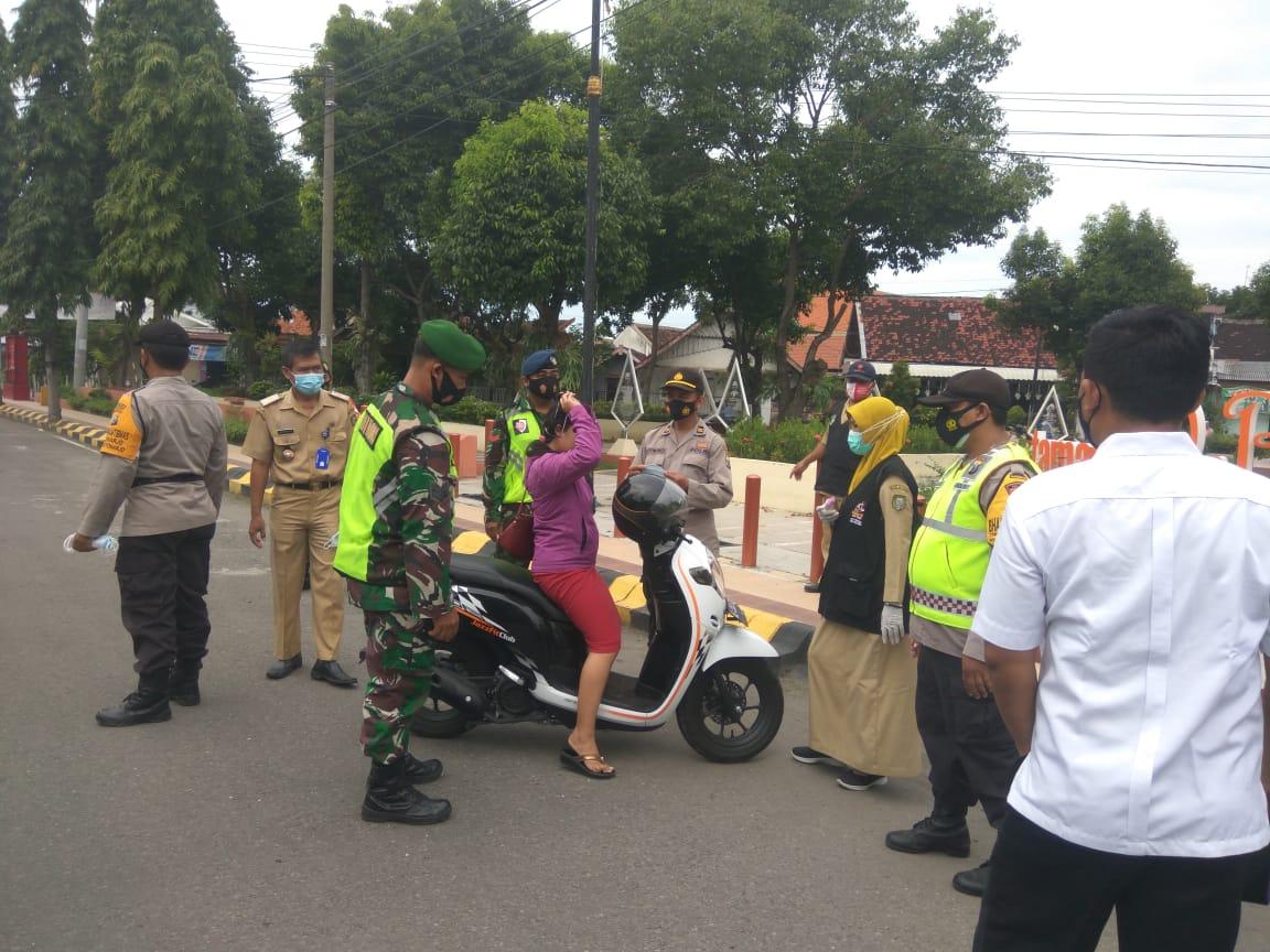 Operasi Yustisi Dalam Rangka PPKM Berbasis Mikro di Wilayah Kelurahan Oro Oro Ombo